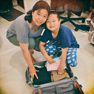 Grace Yang is the team leader of the Customer Service team at Wasi Shanghai. When packing, she has to consider her own bags as well as those of her son. There is rarely any room left over for unnecessary weight; the Chinese woman has to be sensible.