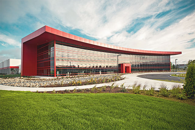 The headquarters of Würth Canada in Guelph, Ontario, are not just an eye-catcher but are a real all-arounder: high environmental standards and ergonomic workspaces make day-to-day work easier for the employees inside, which in turn has a positive impact on customer service.